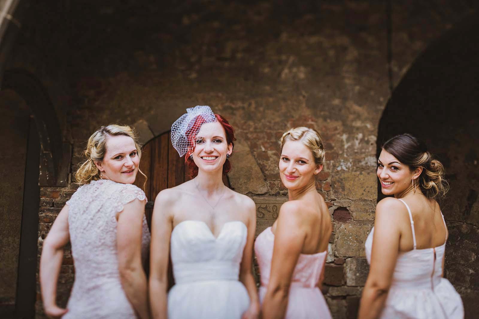 Gruppenfoto vom professionellem Hochzeitsfotograf Berlin Copyright by Hochzeitsfotograf www.berliner-hochzeitsfotografie.de