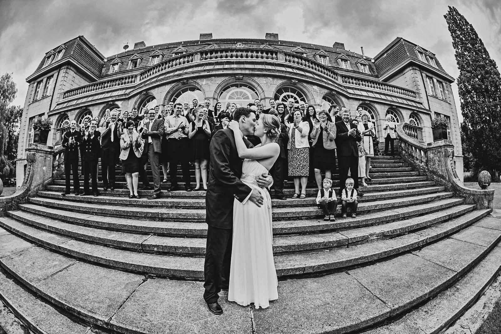 Gruppenfoto einer Hochzeit am Jagdschloss Bellin Copyright by Hochzeitsfotograf www.berliner-hochzeitsfotografie.de