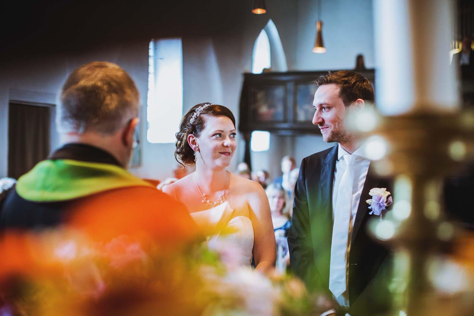 Hochzeitsfotograf einer Trauung in einer Kirche Copyright by Hochzeitsfotograf www.berliner-hochzeitsfotografie.de