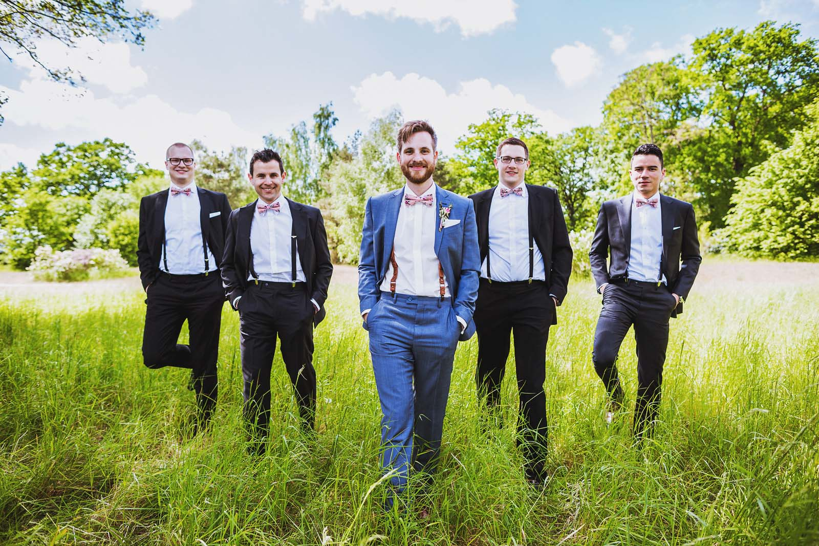 Best Men und Braeutigam Hochzeitsfotograf erstellt Gruppenfoto Copyright by Hochzeitsfotograf www.berliner-hochzeitsfotografie.de