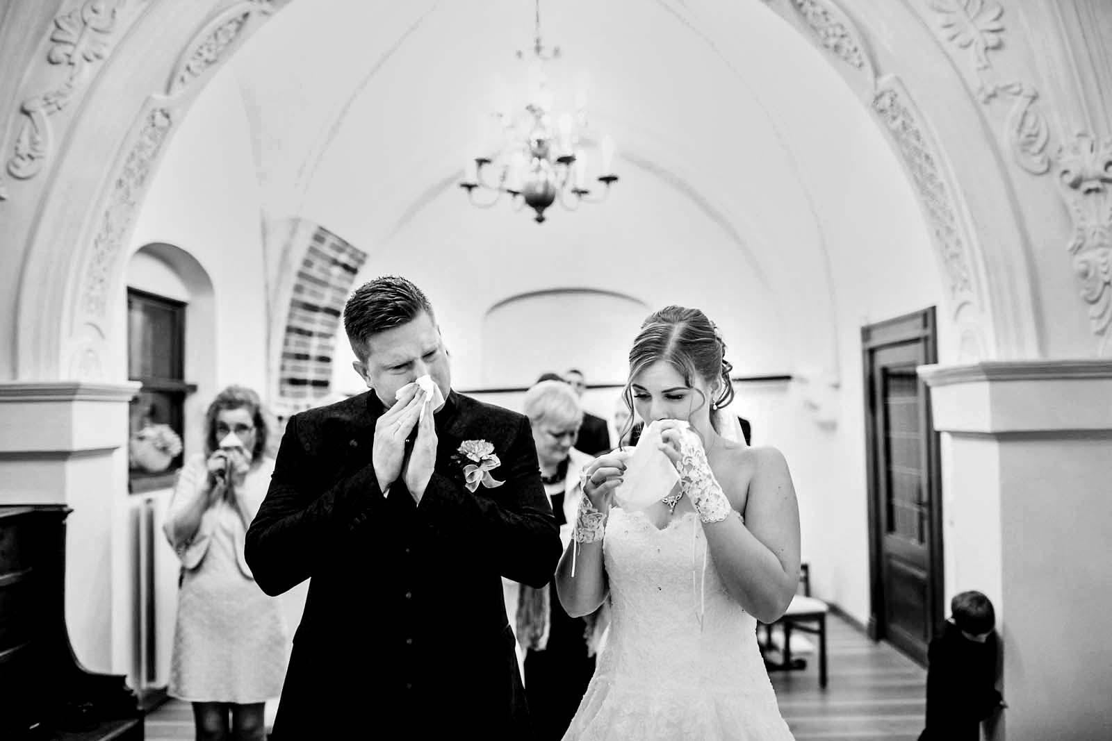 Emotionen bei einer Hochzeit im Standesamt Stralsund Copyright by Hochzeitsfotograf www.berliner-hochzeitsfotografie.de