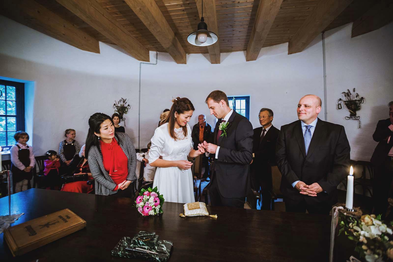 Hochzeitsfotograf Gifhorn im Standesamt Gifhorner Muehle Copyright by Hochzeitsfotograf www.berliner-hochzeitsfotografie.de