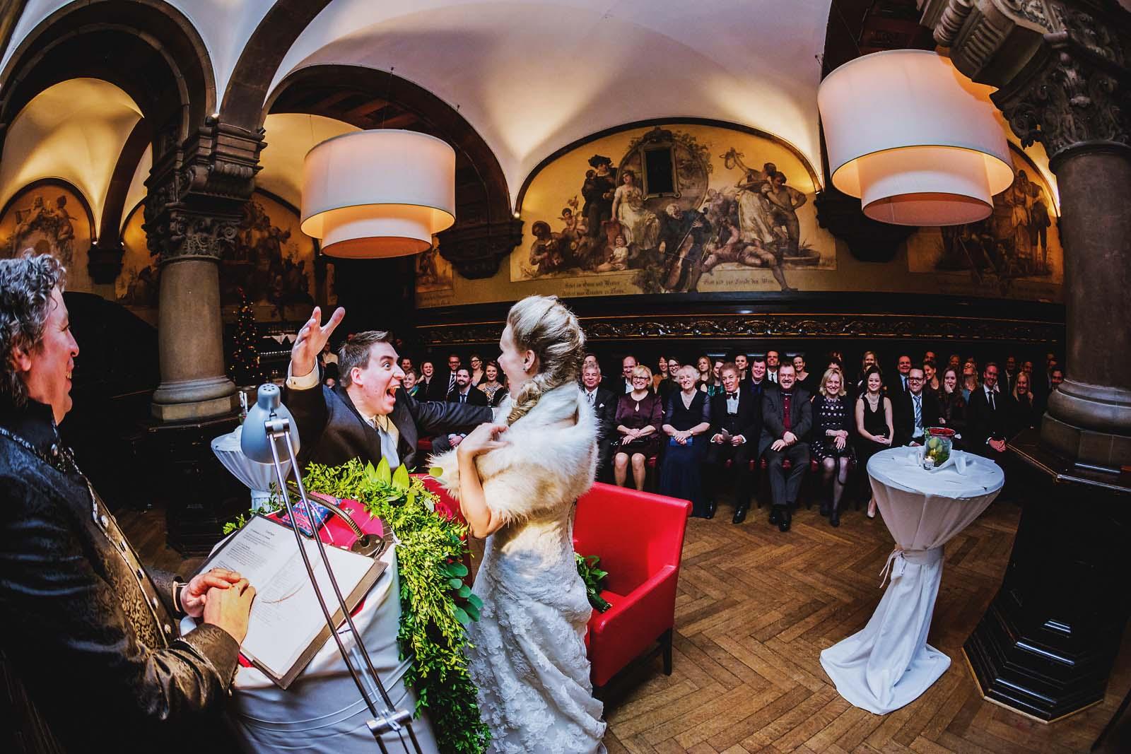 Hochzeitsfotograf Hamburg im Restaurant Parlament Remter Copyright by Hochzeitsfotograf www.berliner-hochzeitsfotografie.de
