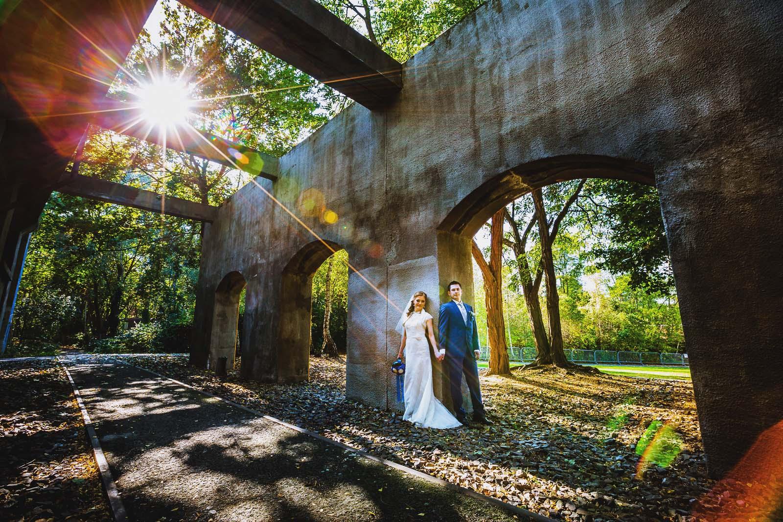 Hochzeitsfotograf fotografiert ein Brautpaar in Berlin Copyright by Hochzeitsfotograf www.berliner-hochzeitsfotografie.de