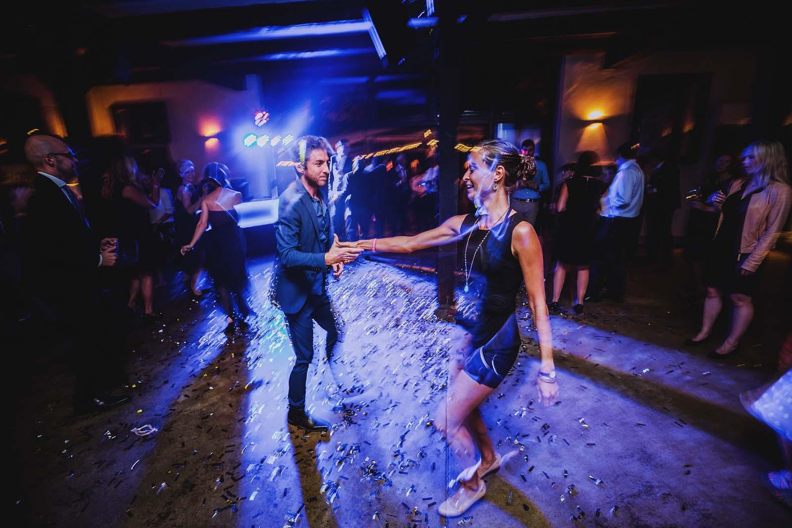 Tanz Gaeste Party Foto der Hochzeitsreportage Copyright by Hochzeitsfotograf www.berliner-hochzeitsfotografie.de