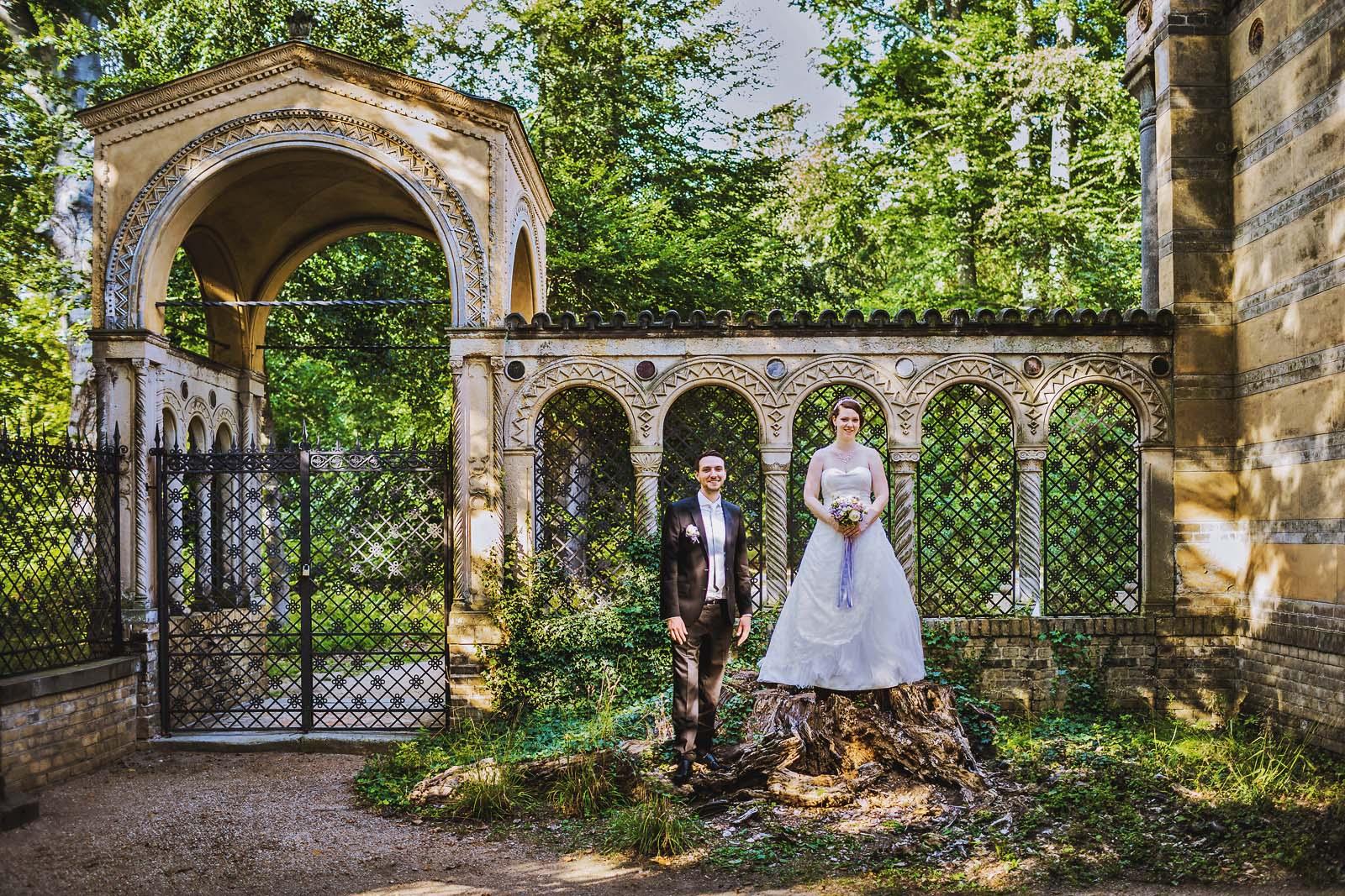 Hochzeitsfotograf Berlin Hochzeitsportrait im Schlosspark Glienicke Copyright by Hochzeitsfotograf www.berliner-hochzeitsfotografie.de