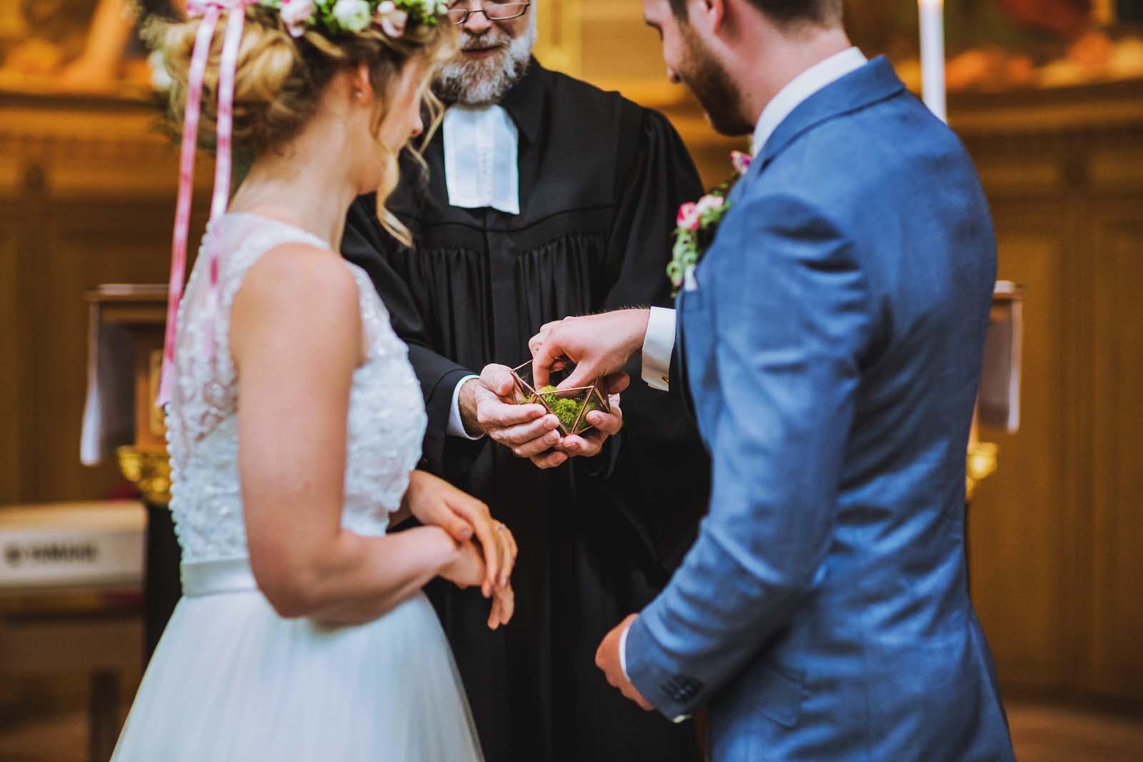 Hochzeit Heilandskirche Sacrow Ringtausch Copyright by Hochzeitsfotograf www.berliner-hochzeitsfotografie.de