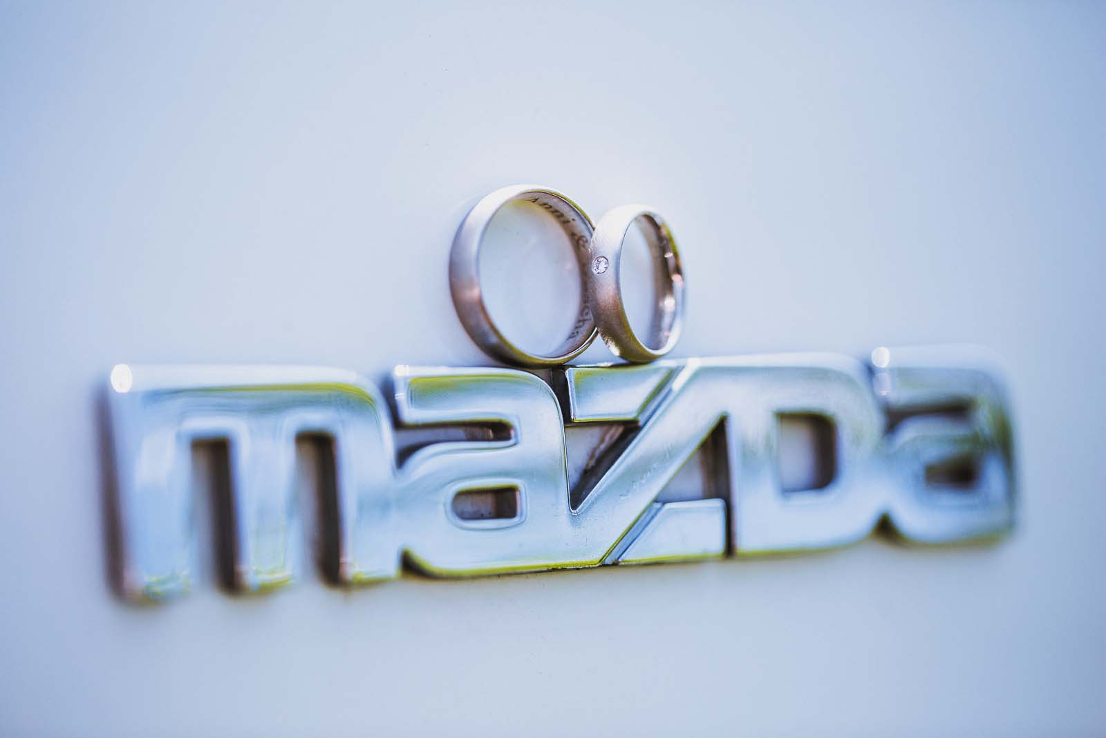 Detailfoto Trauringe Mazda RX Copyright by Hochzeitsfotograf www.berliner-hochzeitsfotografie.de