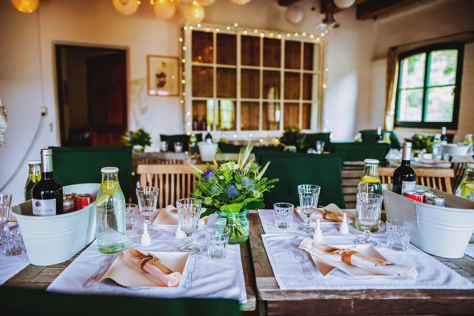 Detailfoto Tischdekoration Hochzeit Salvey Muehle Copyright by Hochzeitsfotograf www.berliner-hochzeitsfotografie.de