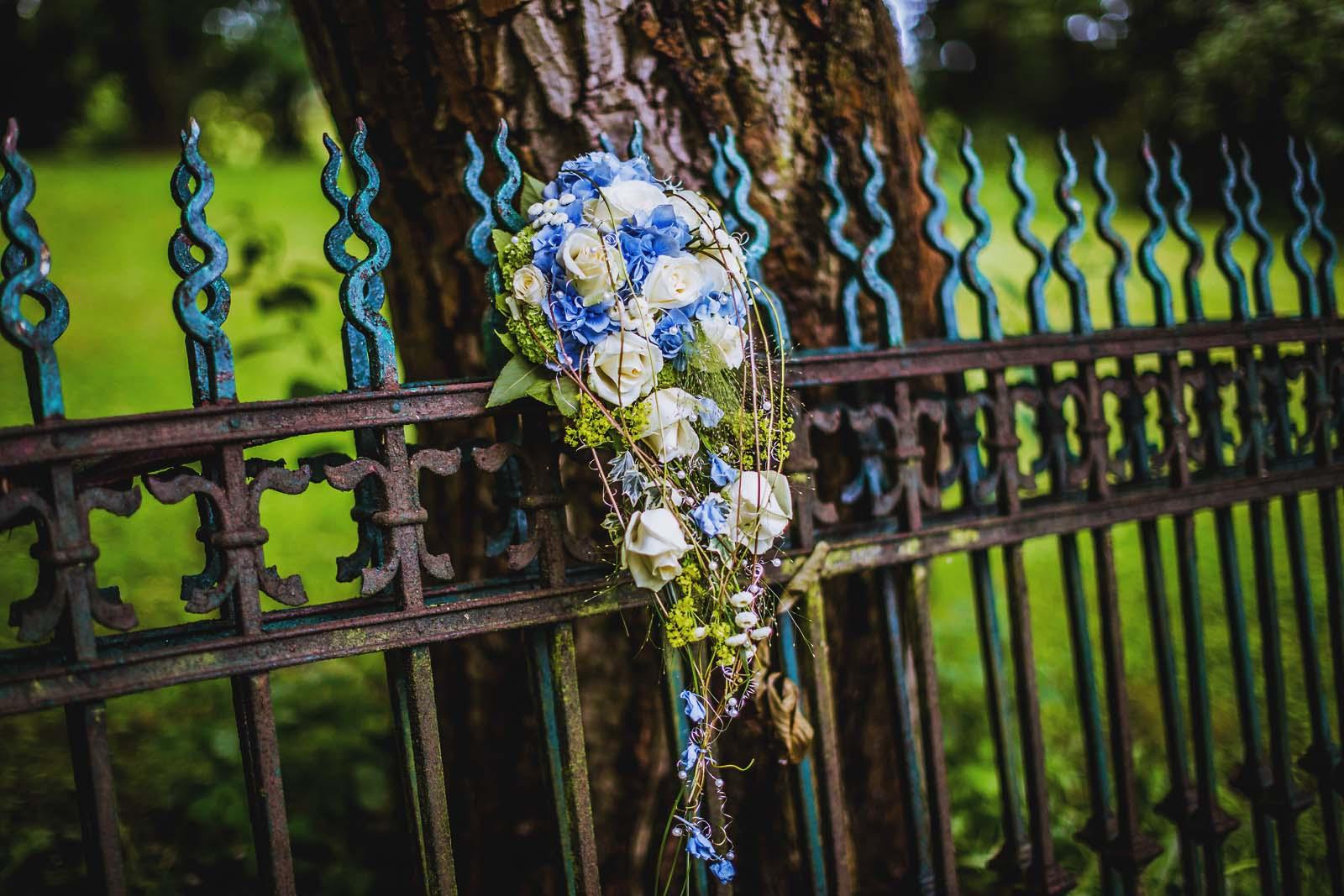 Detailfoto Brautstrauss Hochzeitsfotograf Spreewald Copyright by Hochzeitsfotograf www.berliner-hochzeitsfotografie.de