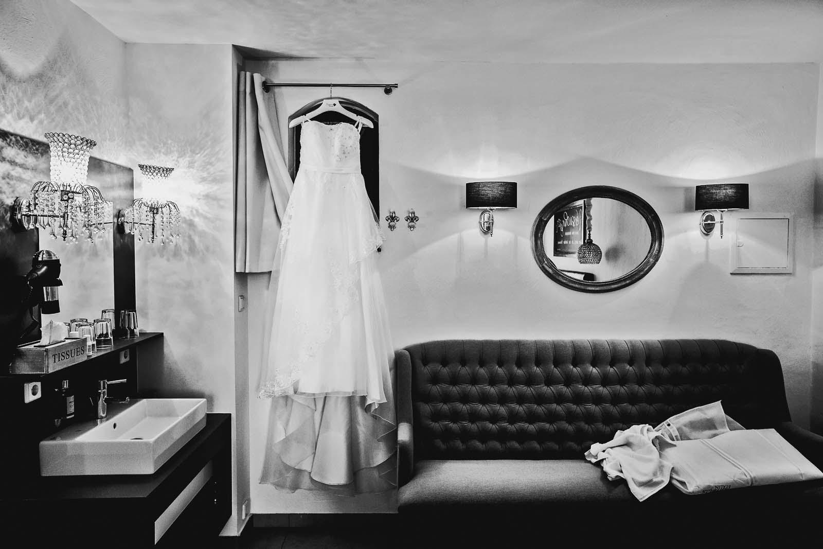 Hochzeitskleid Hotel Seinerzeit Spreewald Copyright by Hochzeitsfotograf www.berliner-hochzeitsfotografie.de