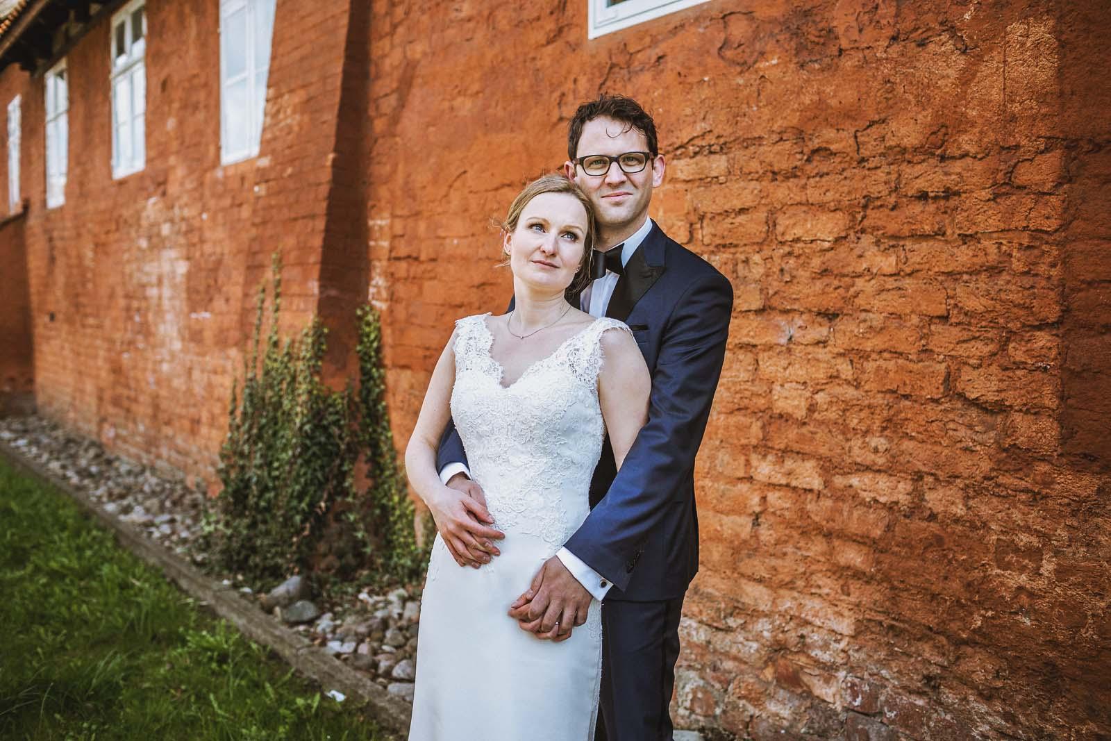 Hochzeitsfotograf Stralsund Hochzeitsportrait in der Altstadt Copyright by Hochzeitsfotograf www.berliner-hochzeitsfotografie.de