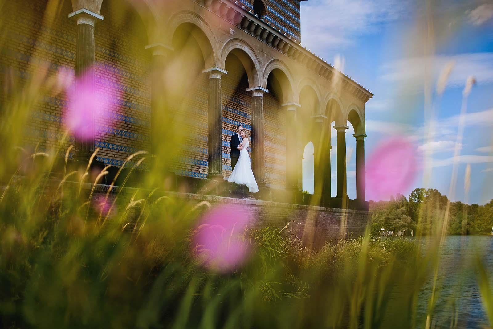 Professioneller Hochzeitsfotograf begleitet eine Hochzeit an der Heilandskirche Sacrow Potsdam Copyright by Hochzeitsfotograf www.berliner-hochzeitsfotografie.de