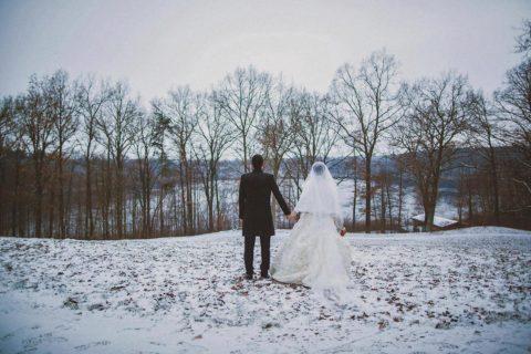 Winterhochzeit Schloss Gut Liebenberg Hochzeitsfotograf Seehaus