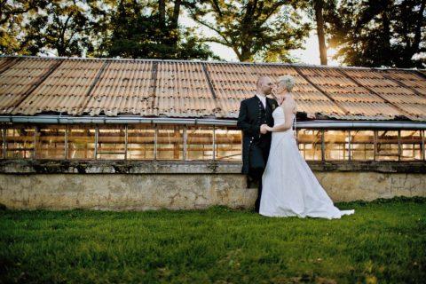 Hochzeitspaaf am Schloss Herzfelde